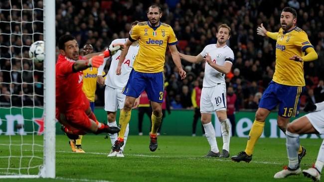 Juventus mengalahkan Tottenham Hotspur 2-1 pada leg kedua babak 16 besar Liga Champions meski jarang menyerang dan menampilkan permainan bertahan.