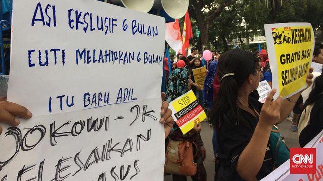 Massa Parade Juang Perempuan Indonesia menuntut pemenuhan hak-hak seperti hak buruh buruh perempuan yang kerap diabaikan oleh perusahaan.