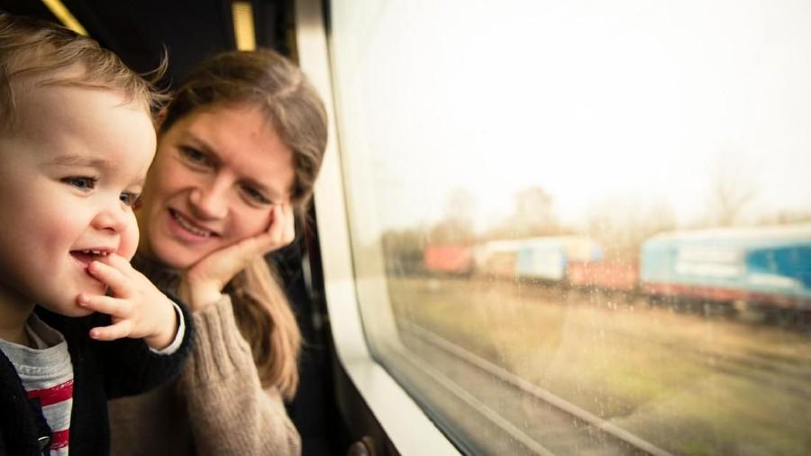 Ide Main di Kereta Bareng si Kecil