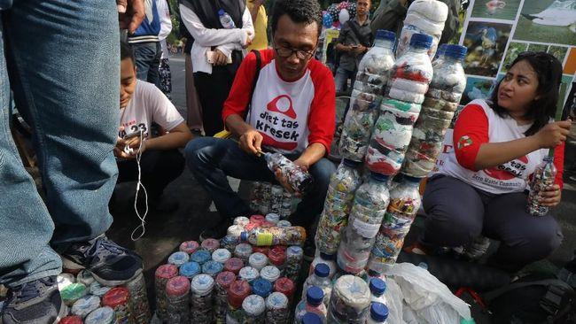Sejumlah komunitas telah beramai-ramai mengampanyekan gaya hidup less plastic.