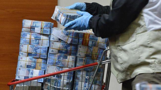 Pengamat menyebut politik uang akan menjadi momok yang membayangi pemilihan suara ulang Pilkada 2020.