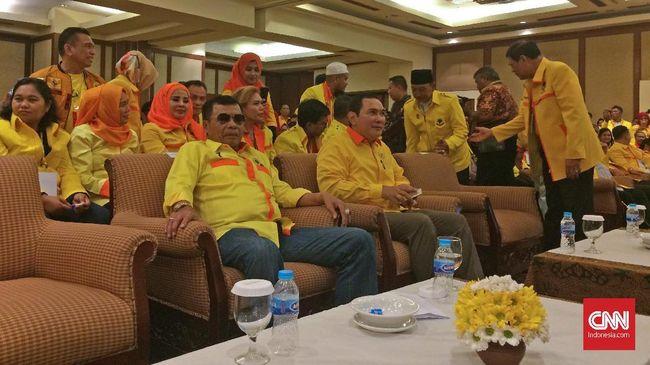 Ketua Dewan Pembina Partai Berkarya Hutomo Mandala Putera alias Tommy Soeharto didampingi Wakil Ketua Dewan Pembina Berkarya Muchdi Pr usai memberikan sambutan sekaligus membuka Rapimnas ke III Partai Berkarya, Sabtu (10/3).