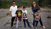 <p>Ini saat keluarga Fahrezi jalan-jalan ke Gunung Merapi. (Foto: Instagram @fahrezirgi)</p>
