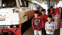 <p>Senangnya naik kereta api ke Yogyakarta. (Foto: Instagram @fennyfahrezi)</p>