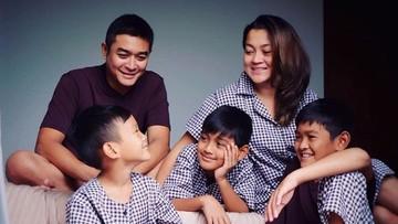 Kompak Banget Keluarga Irgi Fahrezi 'Lupus'