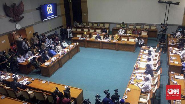 Rapat Komisi VIII DPR soal asrama haji ditunda Kamis (17/6) menyusul meningkatnya penyebaran kasus covid-19 di lingkungan DPR.