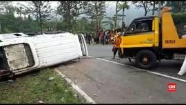 VIDEO: Belasan Korban Kecelakaan Tanjakan Emen Masih Dirawat