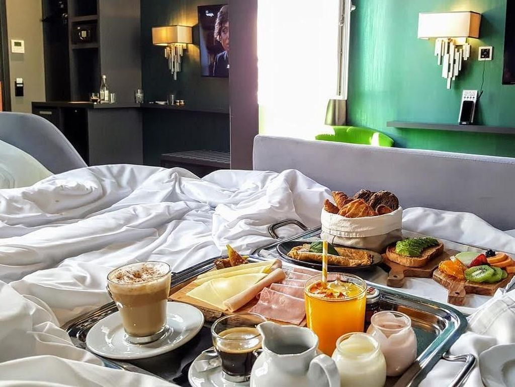 Pemain bola terbaik di dunia ini menikmati sarapan lengkap dengan paduan jus buah, kopi, sayuran hingga sandwich di Pestana CR7 Lisboa Hotel. Mewah! Foto: Instagram Cristiano
