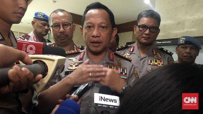 Kapolri Tito Karnavian menyatakan pelaku pengeboman tiga gereja dilakukan oleh satu keluarga, yang terdiri dari ayah, ibu dan empat anak.