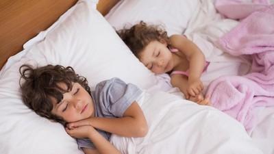 2 Cara Bangunkan Anak di Pagi Hari Ala Zaskia Adya Mecca