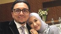 <p>Selama menikah dengan Engku Emran, Laudya Cynthia Bella diketahui bolak-balik Jakarta-Kuala Lumpur untuk menjalankan bisnisnya. Engku Emran juga mendukungnya untuk berbisnis.</p>