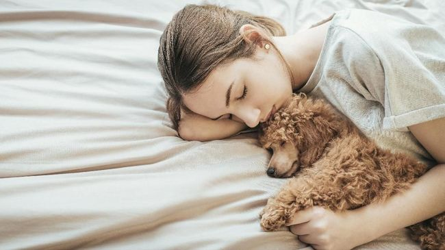 Tidur yang cukup menjadi satu dari lima cara efektif yang dapat dilakukan untuk mengeluarkan racun atau detoksifikasi tubuh.