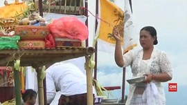 VIDEO: Upacara Melasti Jelang Nyepi di Banyuwangi