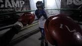 Di Rumah Cemara Boxing Camp (RCBC), Bandung, sejumlah mantan konsumen narkoba mengisi hari-hari dengan berlatih tanding tinju.