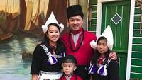 <p>Menikah di tahun 2006, Taufik dan Ami dikaruniai 2 anak yaitu Natarina Alika Hidayat (10) dan Nayutama Prawira Hidayat (7). (Foto: Instagram/ @th_natanayo)</p>