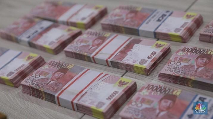Direktorat II Tindak Pidana Ekonomi   Khusus  (Tipideksus) Bareskrim Polri menangkap enam orang sindikat pembuatan uang palsu di Wilayah Jakarta dan Bogor di Kantor Bareskrim,  Jakarta, Jumat (16/3). Sejumlah barang bukti uang palsu pecahan Rp 100,000 ribu dan alat cetak sablon uang palsu dan sebuah komputer yang di gunakan untuk mendesain uang palsu. Motif pembuatan uang palsu ini mencari keuntungan ekonomi.