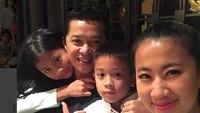 <p>Ata dan Nayo lebih mirip Ayah Taufik atau Bunda Ami ya? (Foto: Instagram/ @ami_gumelar) </p>