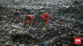 Sandiaga Sebut Sampah Jakarta Bisa Tutupi Candi Borobudur