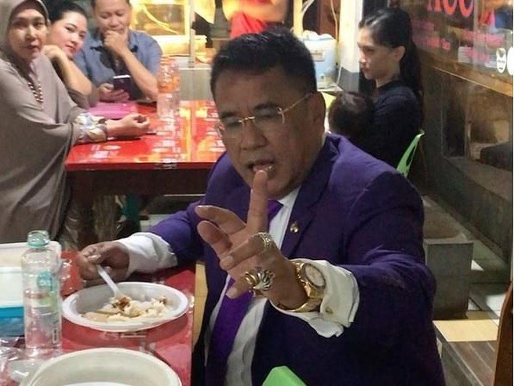 Intip Gaya Makan Pengacara Kondang Hotman Paris Lewat 12 Foto Ini