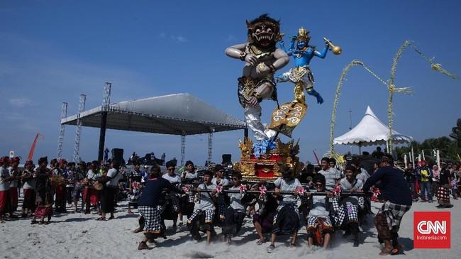 Festival Ogoh-ogoh, budaya mengenyahkan roh jahat yang biasa dilakukan menjelang Hari Raya Nyepi di Bali, juga diselenggarakan di Jakarta, tepatnya di Ancol.