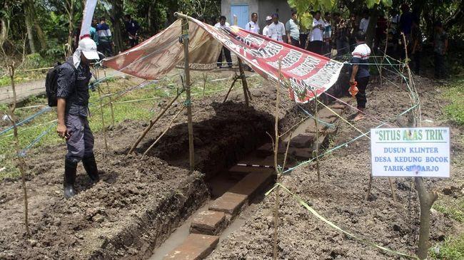 Warga Desa Kedung Bocok menemukan situs purbakala yang diduga peninggalan Kerajaan Majapahit saat sedang menanam ketela.