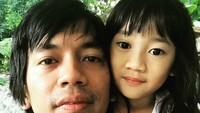 <p>Mirip banget deh si kecil sama Ayah Rian. (Foto: rianekkypradipta)</p>