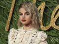 Bikin Tato Kembar, Selena Gomez 'Mesra' bareng Sahabat