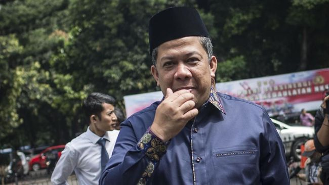 Wakil Ketua DPR Fahri Hamzah menyebut KPK ingin menjadikan terpidana kasus e-KTP Setya Novanto bak Nazaruddin demi meraih simpati publik.