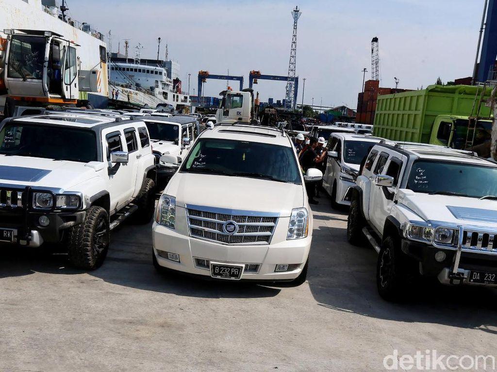 Mobil Mewah Disita KPK dari Bupati HST: Serba Putih dan Nopol 232