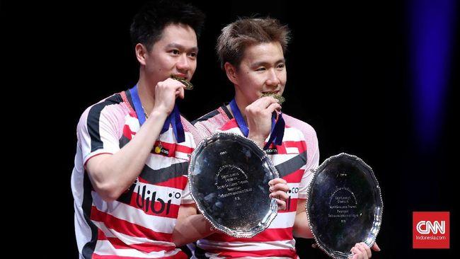 Kevin/Marcus, pasangan pebulutangkis asal Indonesia berhasil menjadi juara All England dan melakukan pose ikonik menggigit medali, apa arti di balik pose itu?