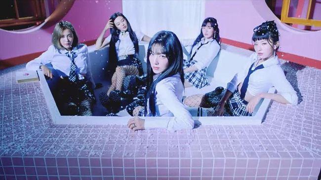 Agensi SM Entertainment memastikan Red Velvet bakal comeback dengan sebuah album baru di bulan Agustus ini.