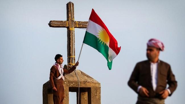 Bagi suku Kurdi di Irak, awal musim semi adalah momen saat leluhur mereka, kaum Majusi penganut Zoroastrianisme merayakan tahun baru yang bernama Noruz.