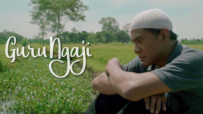 'Guru Ngaji' berkisah tentang perjuangan seorang guru ngaji yang juga berprofesi sebagai badut. Meski unik, cerita film ini terkesan mudah ditebak.