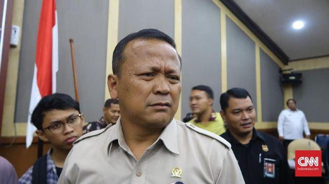 Politikus PKS Johan Rosihan mengaku sudah mengingatkan Menteri KKP Edhy Prabowo agar tak serampangan soal izin ekspor benih lobster.