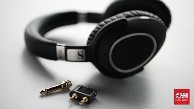 Sennheiser memperkenalkan headphone anyarnya, PXC 550 dengan fitur noise cancelling yang berhasil menyaring bising dengan cukup baik.