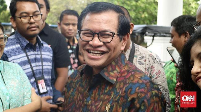 Mantan juru bicara Presiden Gus Dur menyatakan kejatuhan Gus Dur dari kursi presiden murni karena konflik elite, bukan mitos kunjungan ke Kediri.