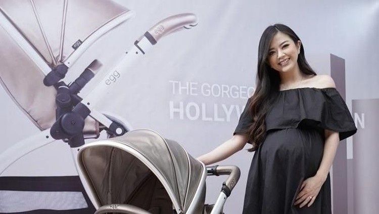 Hamil tapi nggak merasa sedang hamil? Itulah yang dirasakan presenter cantik Franda.