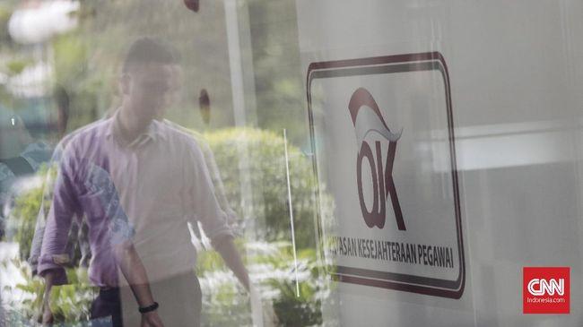 OJK telah memberikan waktu selama dua tahun kepada pelaku usaha gadai untuk mendaftarkan bisnisnya, yakni terhitung sejak 29 Juli 2016 hingga 28 Juli 2018.