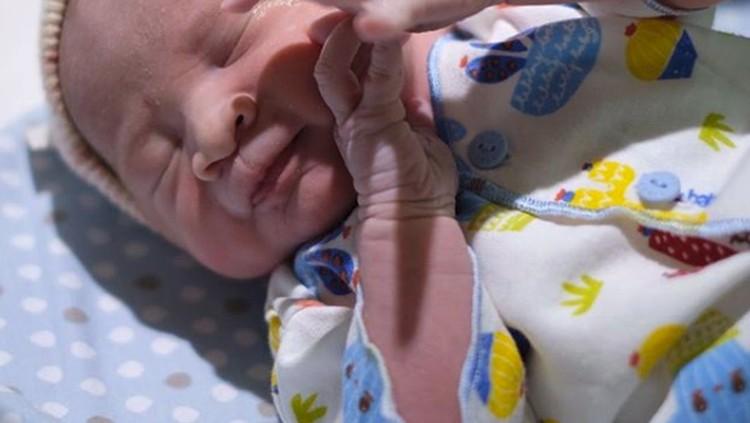 Zaskia Adya Mecca sudah melahirkan anak ke-empatnya, Bun. Bayinya laki-laki nih.