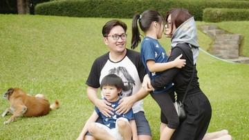 Potret Ceria Keluarga Suci 'Idol'