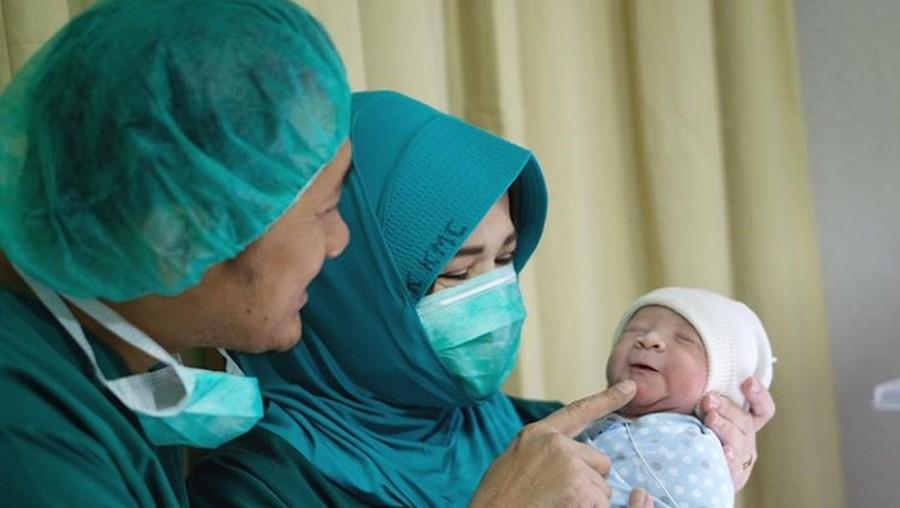 Tentang Sunat Saat Bayi Seperti Anak Zaskia Mecca