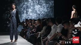 FOTO: Kolaborasi 'Epik' Batik Iwan Tirta dan Kraton