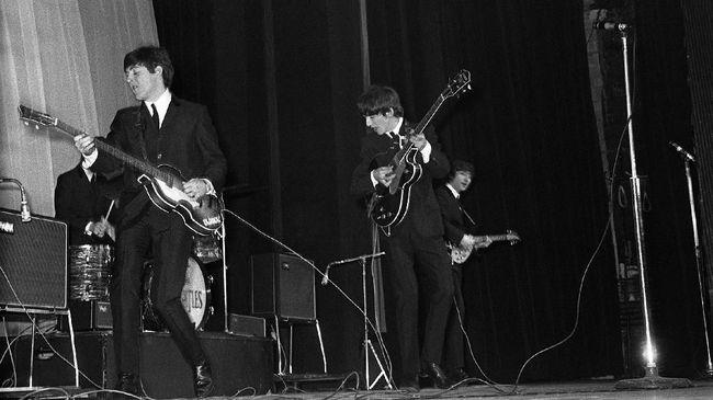 Fotografer di balik sampul sejumlah album legendaris The Beatles, Robert Freeman, meninggal dunia di usia 82 tahun.