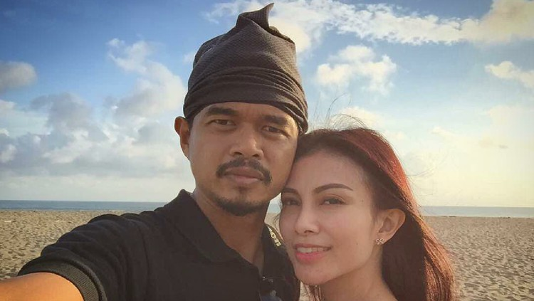 Bambang pamungkas dan istri