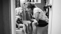 <p>Siapa bilang masa-masa toilet training nggak bisa jadi kenangan indah bareng si kecil? (Foto: Instagram/ @stephwoodwardphotos) </p>
