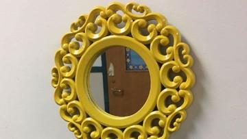Di Sekolah Ini Ada Cermin 'Ajaib' Agar Murid Makin Pede Lho