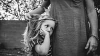 <p>Saat si kecil sudah jadi seorang gadis muda, kita pasti akan terkenang momen saat dia sedih dan butuh bundanya. Hiks. (Foto: Instagram/ @stephwoodwardphotos) </p>