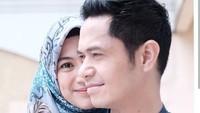 <p>Orang bijak bilang, syarat pernikahan yang langgeng adalah jatuh cinta berkali-kali kepada orang yang sama. (Foto: Instagram @ichasoebandono_</p>