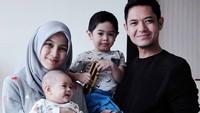 <p>Sebaliknya bagi Dude, Alyssa dan anak-anaknya adalah mood booster.(Foto: Instagram @ichasoebandono)</p>