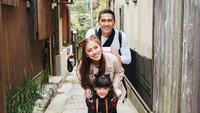 <p>Squad lengkap keluarga anak kedua Jamal Mirdad dan Lydia Kandou, Kenang Kana Mirdad.<br />(Foto:Instagram/kenangmirdad)</p>